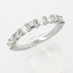 Alliance mariage demi tour serti griffes diamants taille emeraude 1,55carat-or 18 carats
