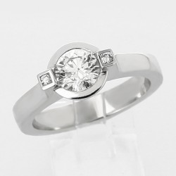 Solitaire diamant rond 0,73 ct serti clos - or 18 carats
