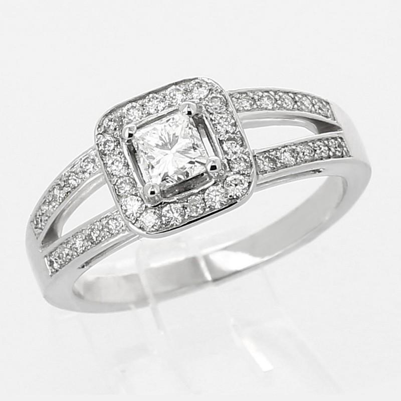 Fabuleux Bague de fiançailles or 18 carats. Diamant taille princesse (carré  NW07