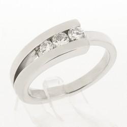 Bague contemporaine trilogie serti de 3 diamants en rail pour un poids de 0,28 carat -or 18 carats