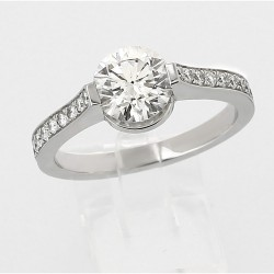 Solitaire accompagné diamant rond 1,37ct - or 18 carats