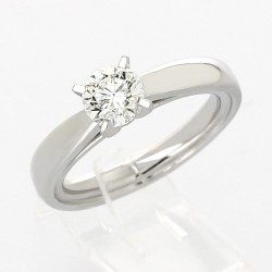 Solitaire diamant rond serti 4 griffes en or 18 carats