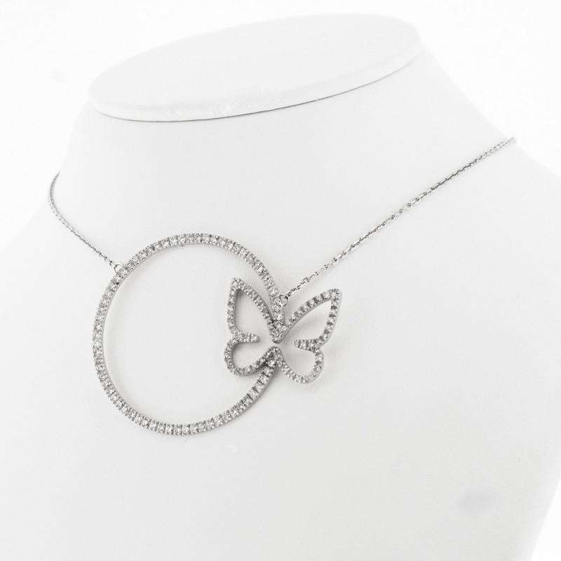 Collier motif cercle avec un papillon serti de diamants en mini-griffes, or 18 carats
