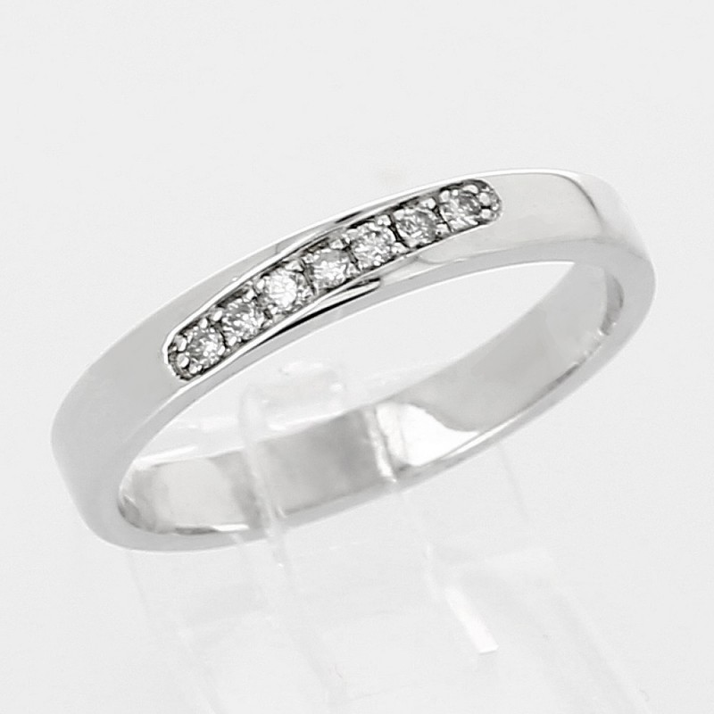Alliance mariage or 18 carats lien 7 diamants décalé serti grain