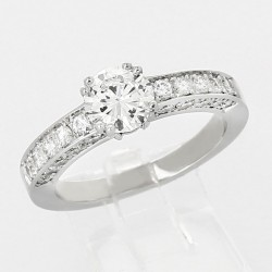 Bague fiancailles type solitaire diamant corps pavé centre serti doubles griffes pavage diamant 1,30 carat - or 18 carats