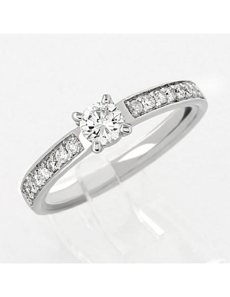 Bague de fiançailles ornée d'un diamant avec pavage sertis grains en or 18 carats