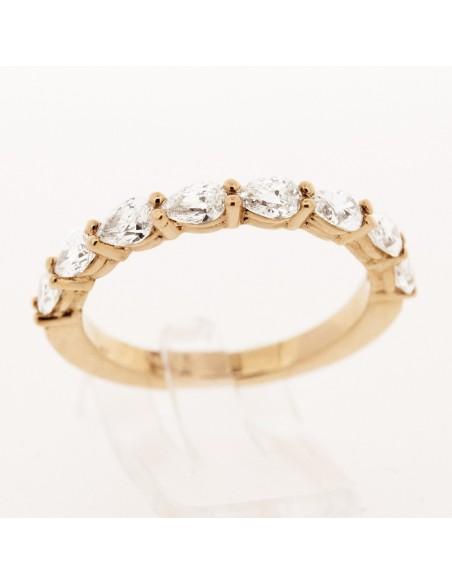 Alliance montée de 8 diamants de forme poire sertis griffes en or rose 18 carats