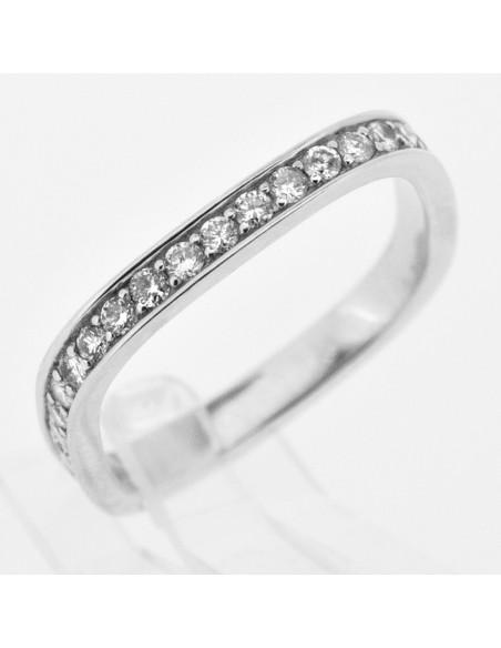 Alliance pour femme carré sertie de diamants en or 18 carats