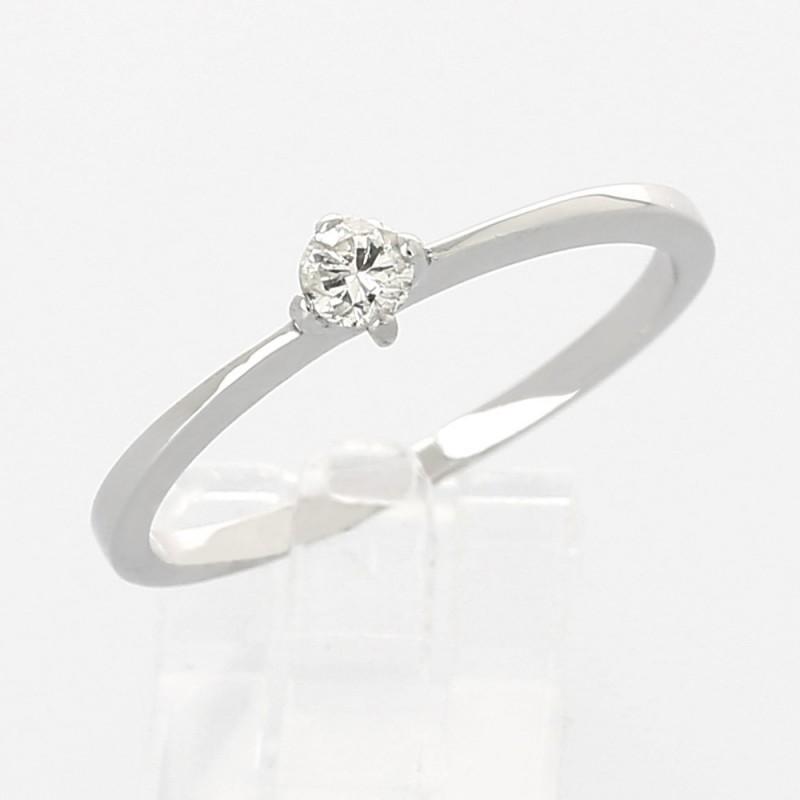 Solitaire monté d'un diamant rond serti 4 griffes en or 18 carats