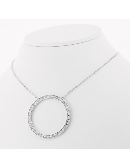 Collier accompagné d'un motif rond pavé de diamants sertis grains en or 18 carats