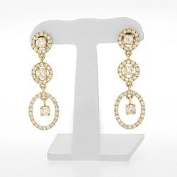 Boucles d'oreilles pendantes  pavées avec diamants de centre pampilles sertis griffes en or 18 carats